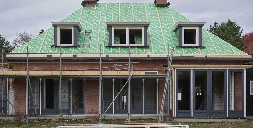 Pasklaar dak met hoekkepers en dakkapellen