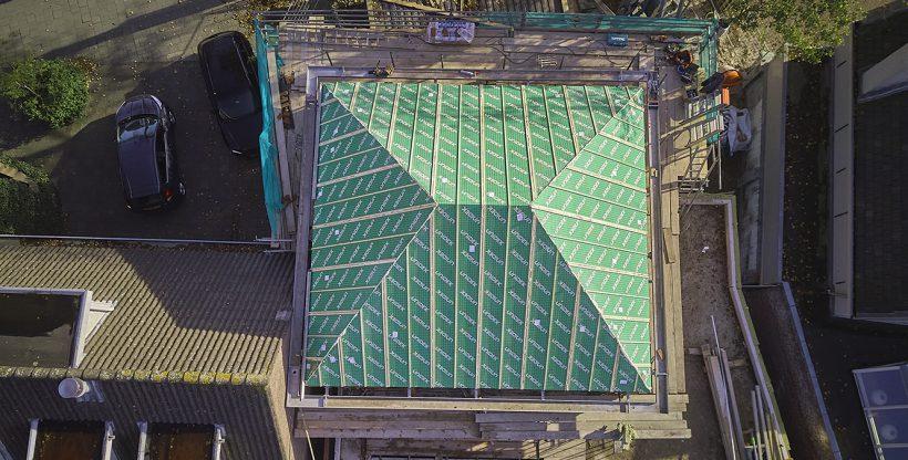 Bovenaanzicht isolerend dak met hoekkepers
